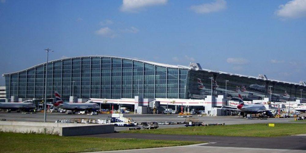 Londra'daki Heathrow Havaalanı'na üçüncü pistin yapılması projesi adayı adeta ikiye böldü
